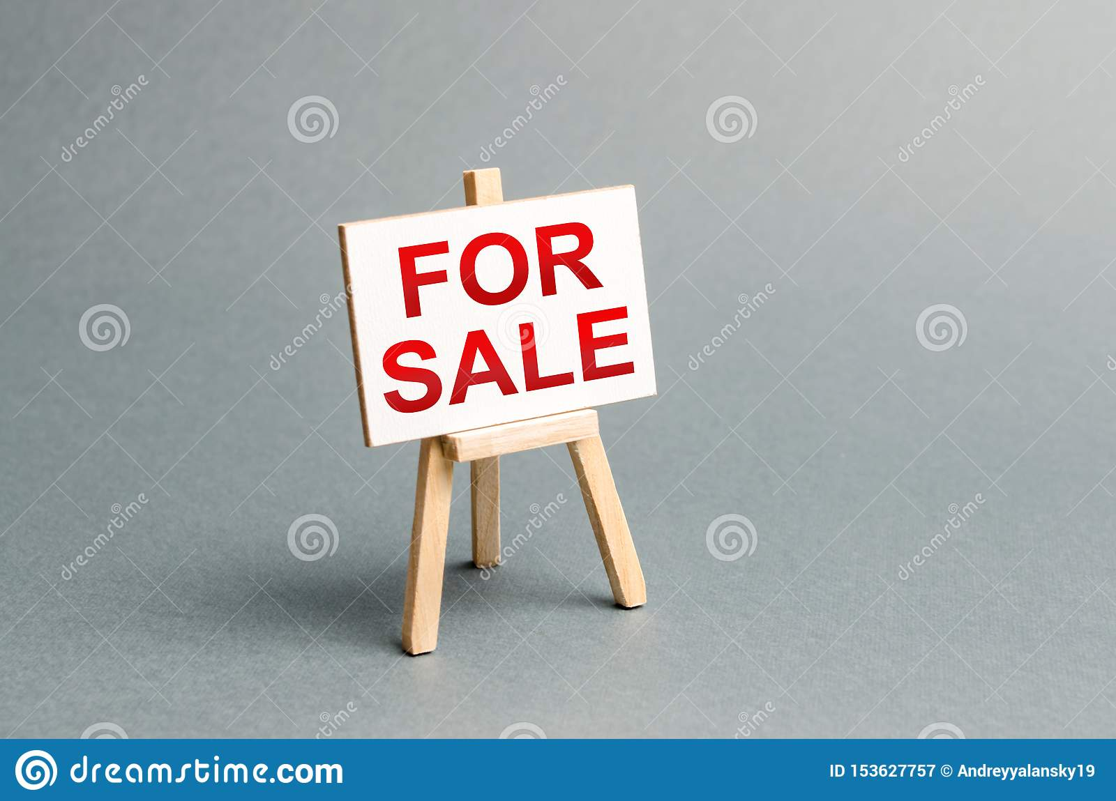 Information stand with an inscription FOR SALE. Announcement of the sale and attracting potential buyers. Advertising campaign