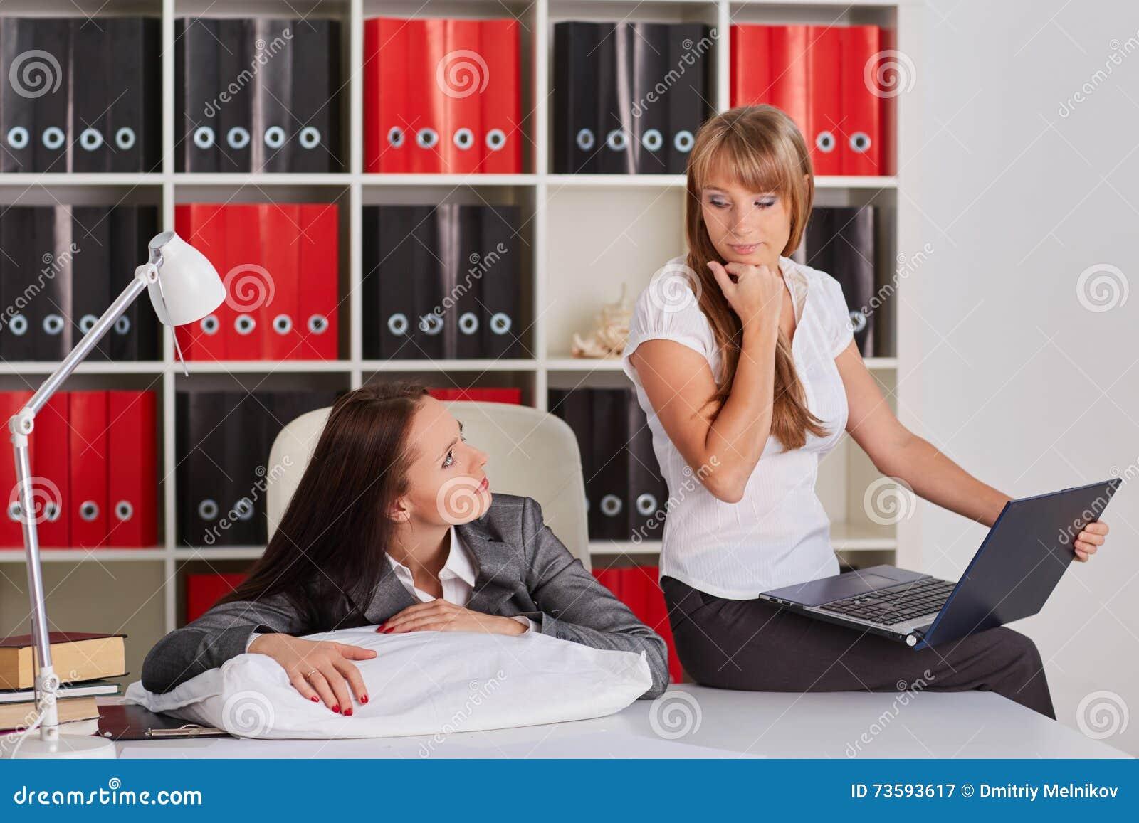 Приват фото спящих женщин, порно умело дрочит