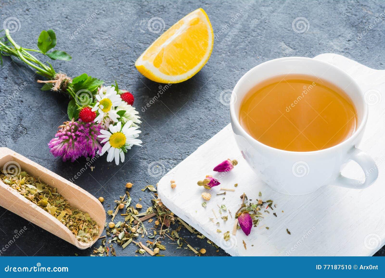 Infusión de hierbas, taza de té verde
