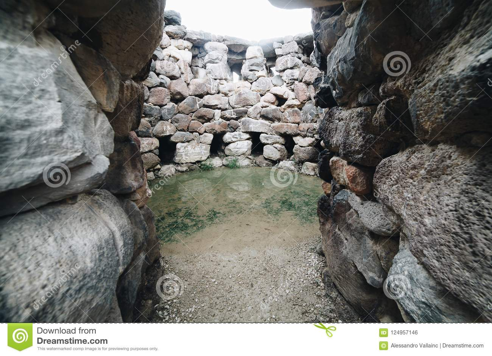 Ingång av Nuraghe Su Nuraxi i Barumini, Sardinia, Italien Sikt av det arkeologiska nuragic komplexet