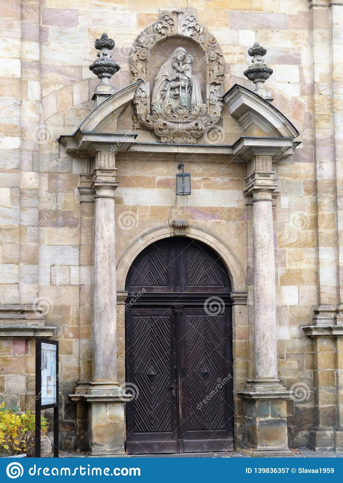 Ingång till den Carmelite kloster