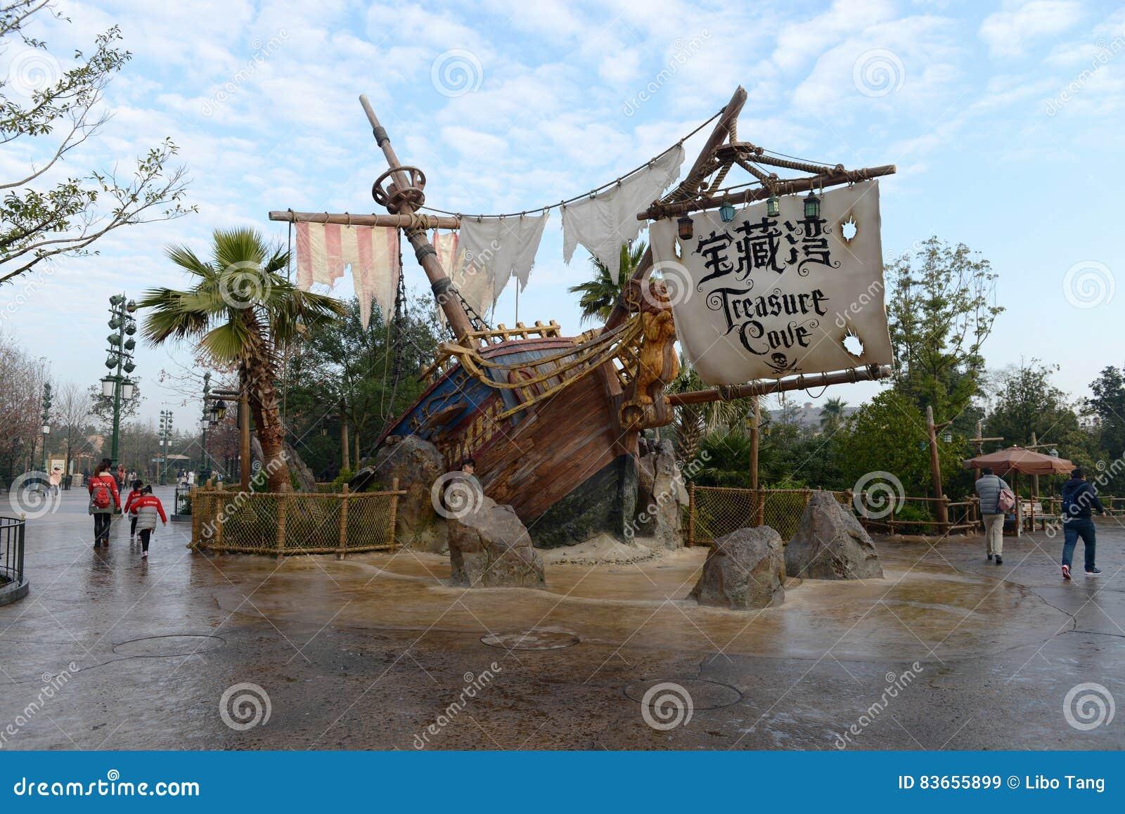 Ingången av piratkopierar av det karibiskt i Disneyland