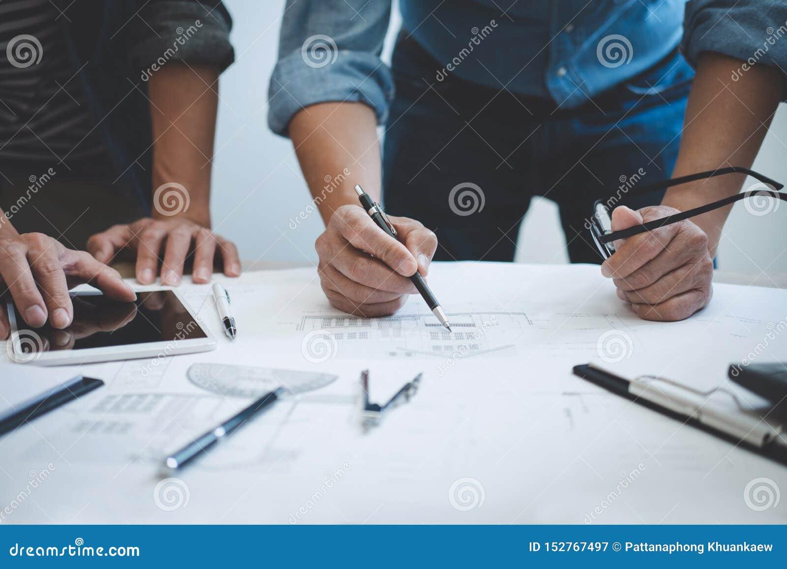 Ing?nieur Teamwork Meeting, fonctionnement de dessin sur la r?union de mod?le pour le fonctionnement de projet avec l associ? sur