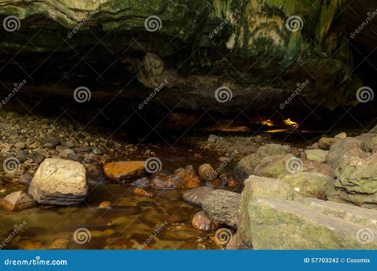Ingang aan dan Lod Noi Cave