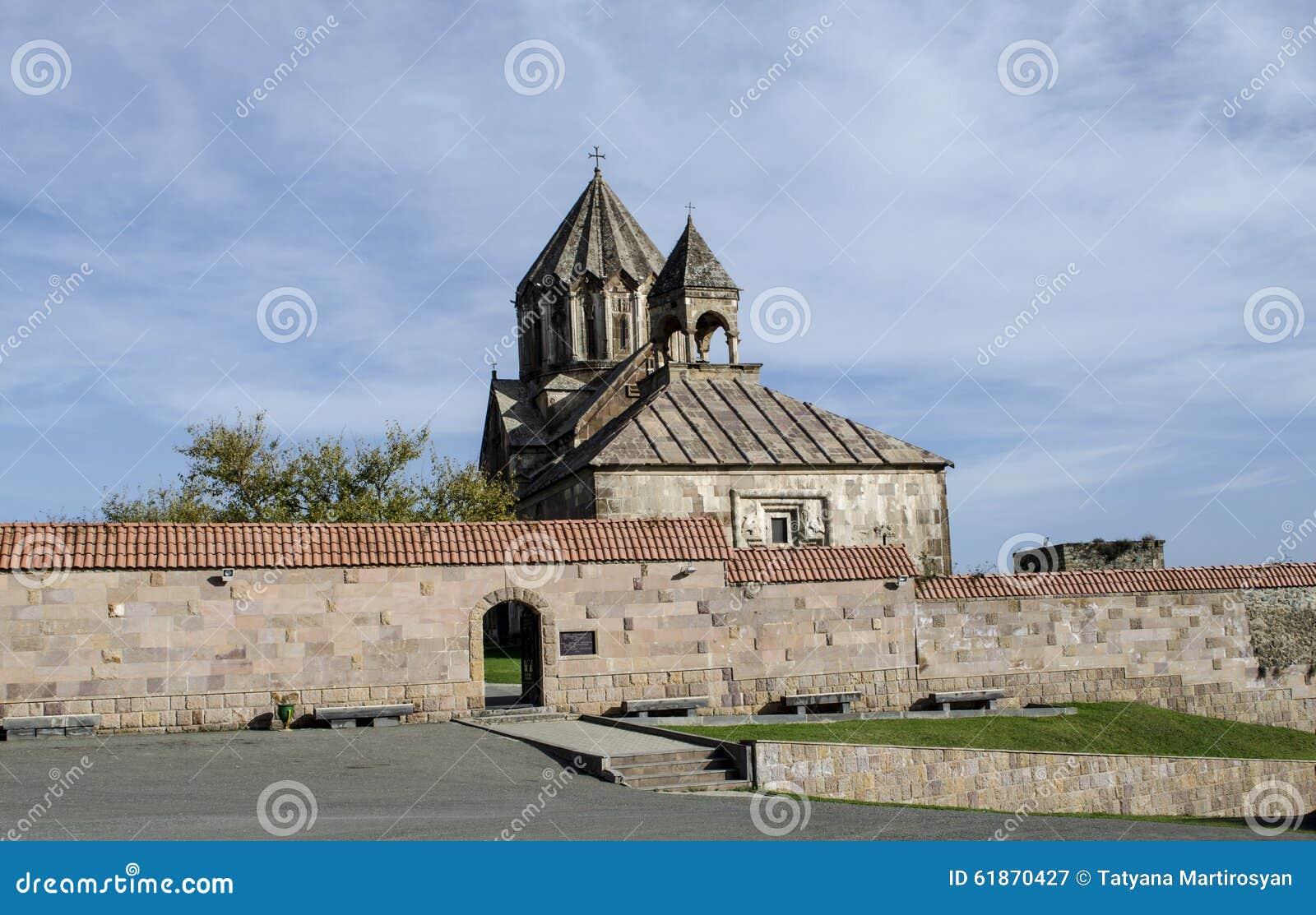 Ingang aan de binnenplaats het klooster van stjohn doopsgezind redactionele fotografie - Ingang van het hedendaagse huis ...