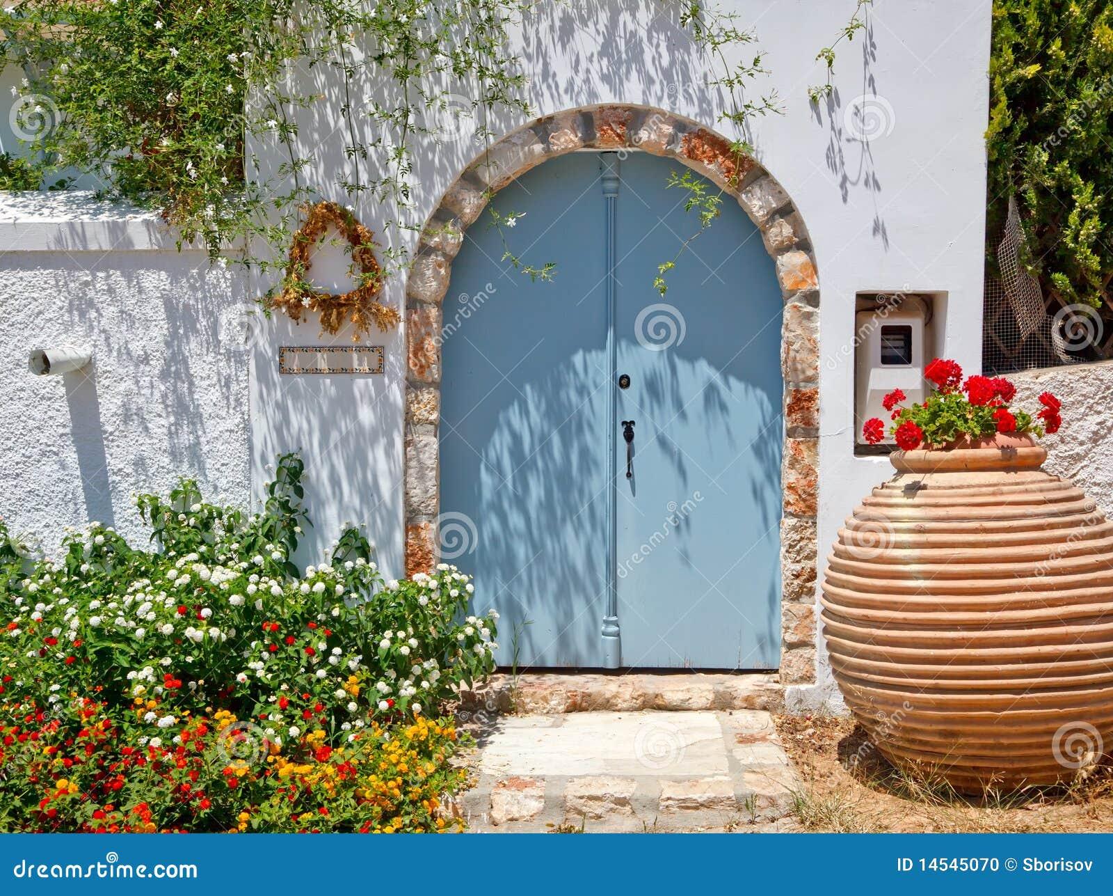 Ingang aan grieks huis stock foto afbeelding 14545070 - Ingang huis idee ...