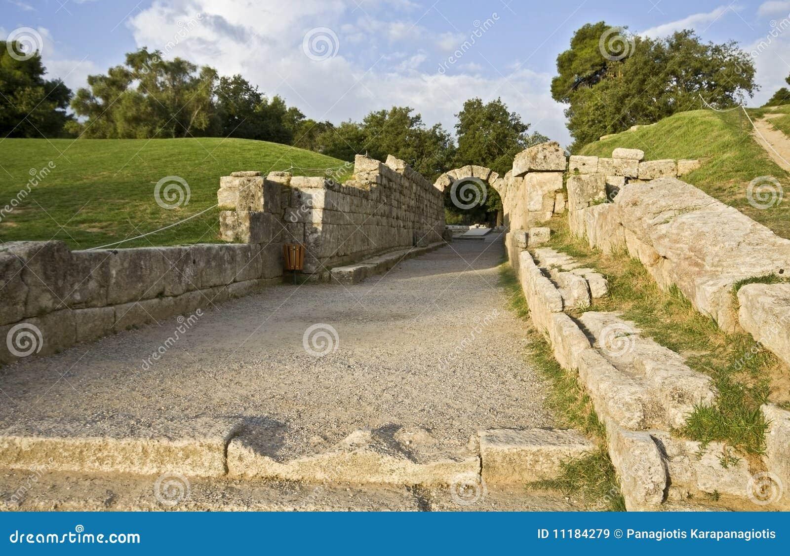 Ingang bij het oude stadion van Olympia in Griekenland
