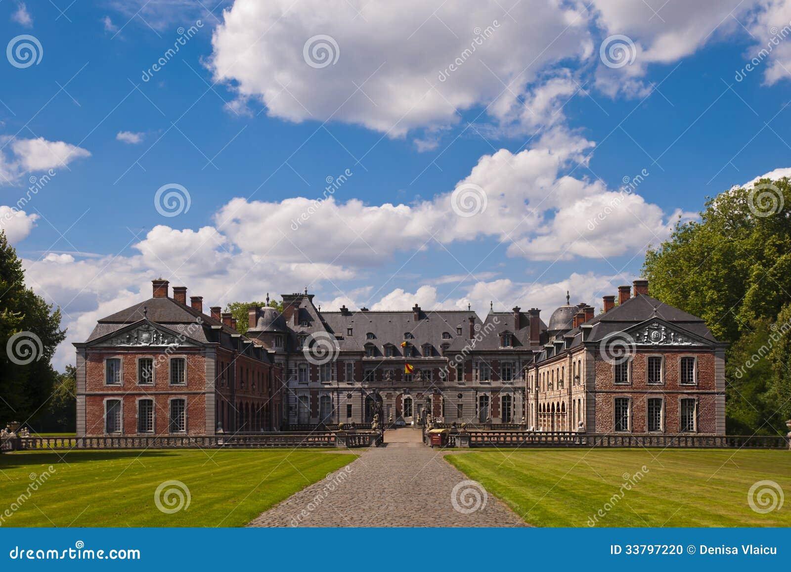 Ingang van het beloeil kasteel stock foto afbeelding 33797220 - Ingang van het hedendaagse huis ...