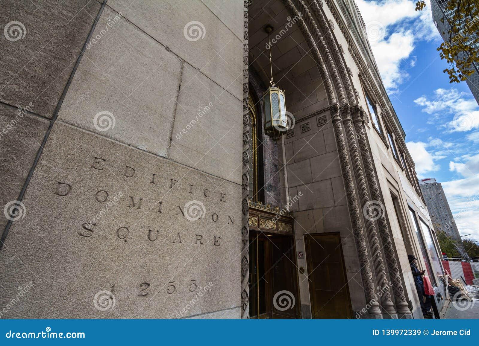 Ingang van het Vierkante Gebouw van de Gebouwheerschappij op Sainte Catherine Street