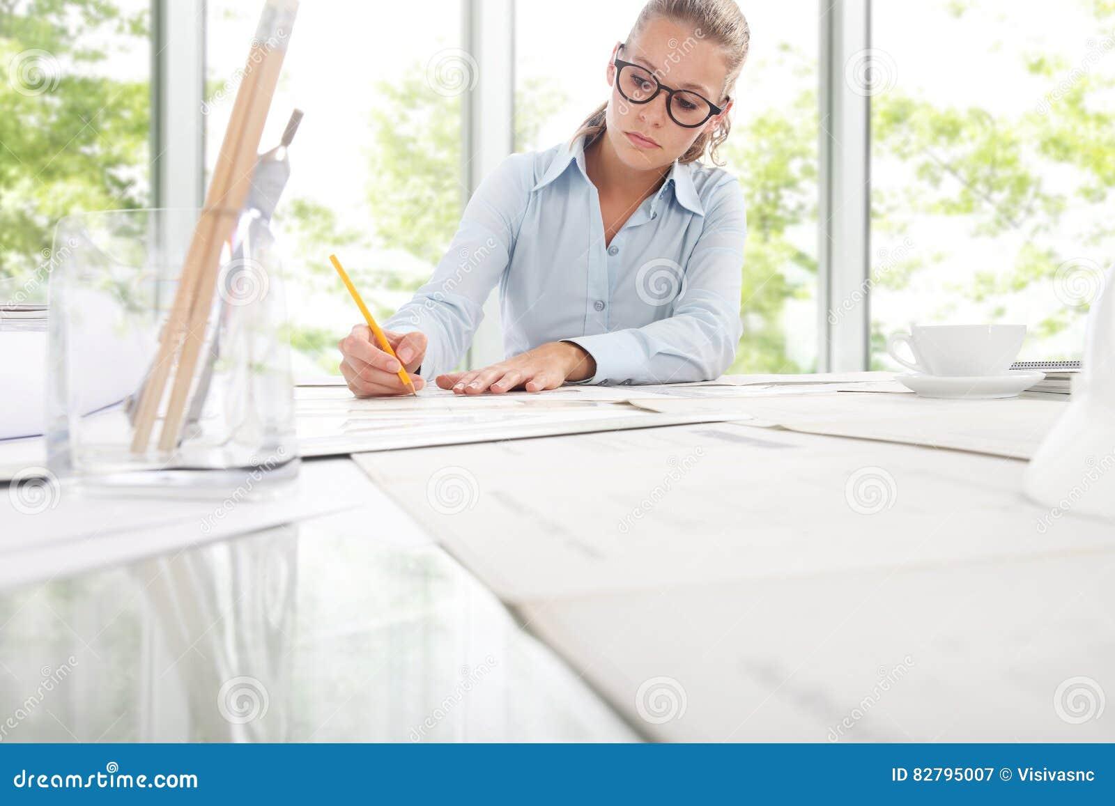 Ingegnere design working dell 39 architetto in ufficio for Ufficio architetto design