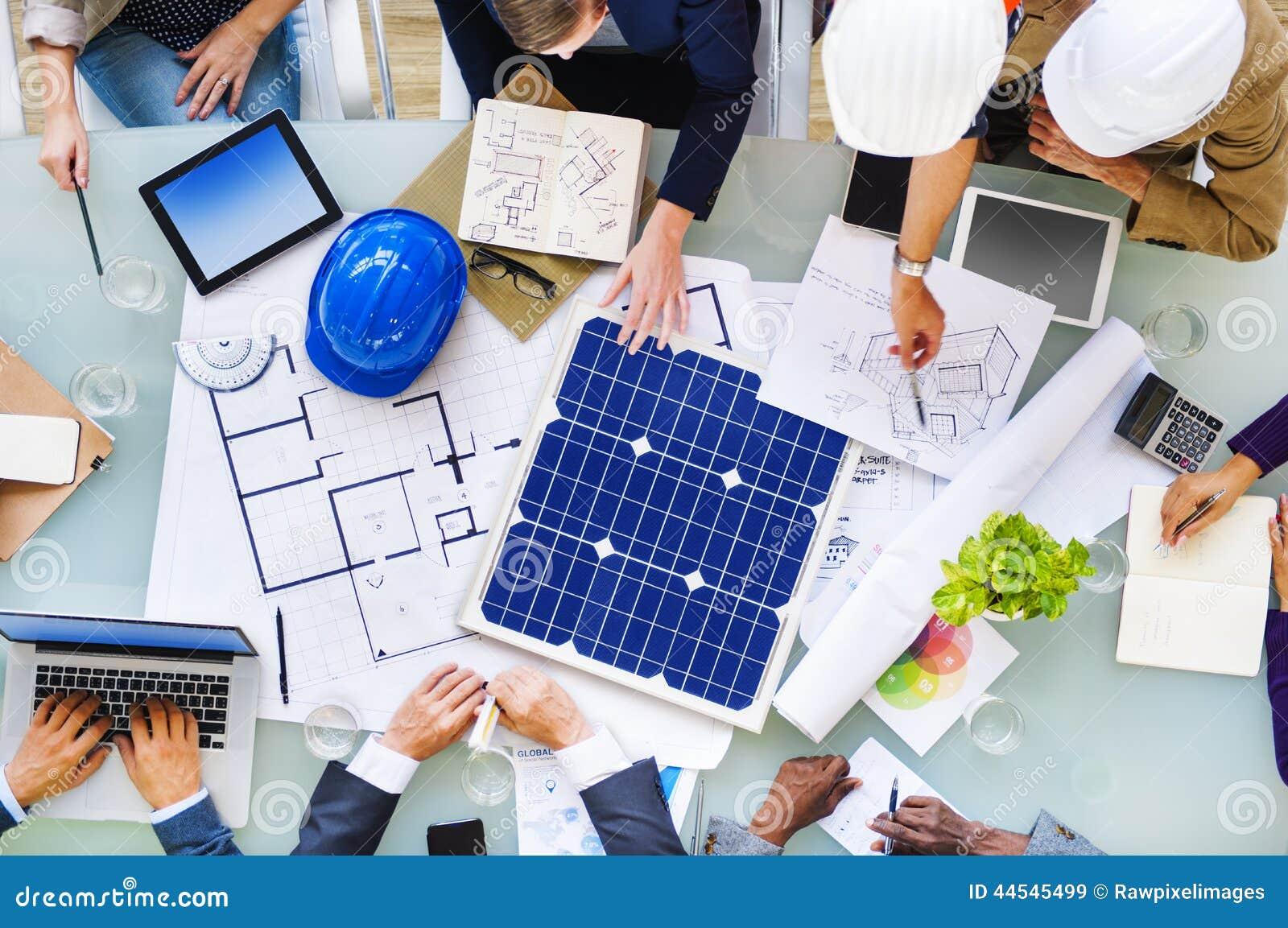 Ingenieros y arquitectos que planean para un nuevo for Ingeniero arquitecto