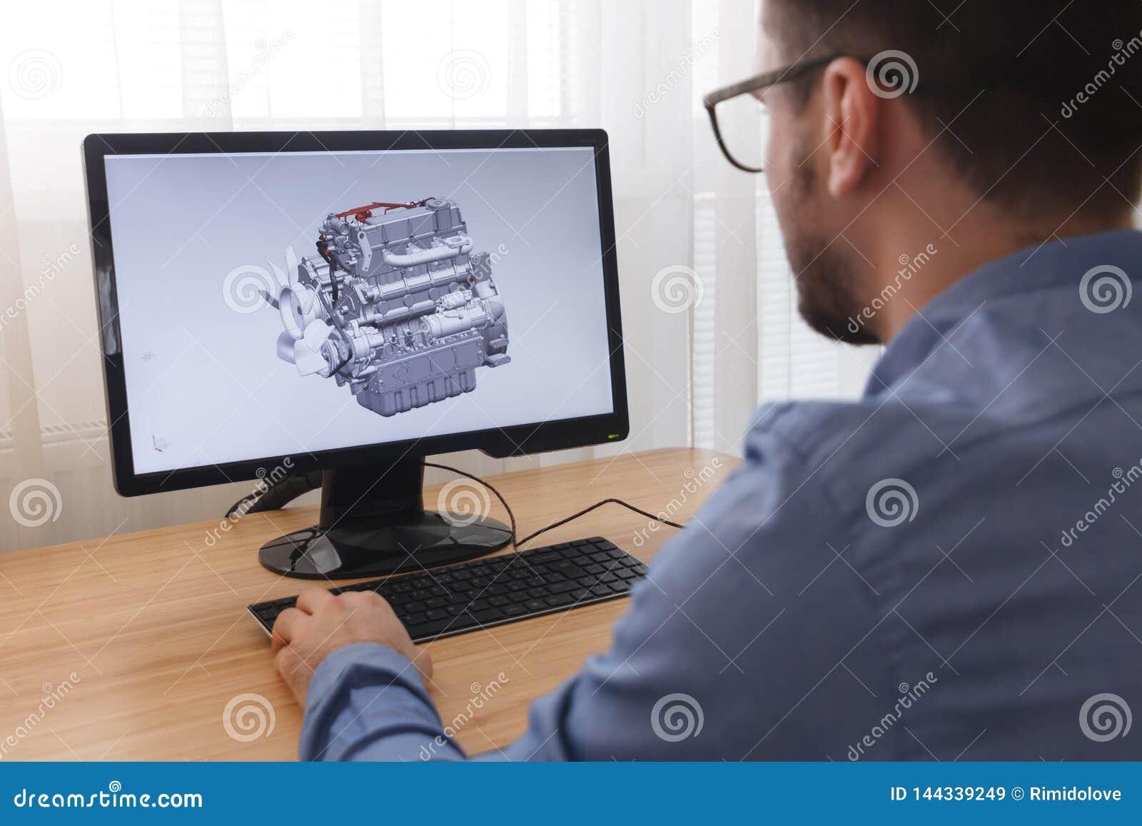 Ingenieur, Aannemer, Ontwerper in Glazen die aan een Personal computer werken E