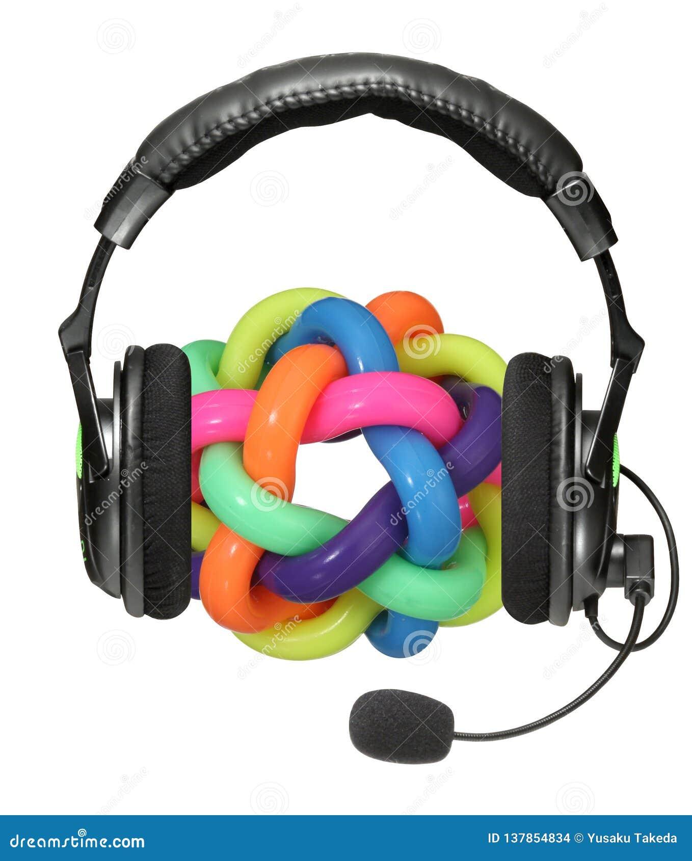 Inget närbild av huvudtelefoner med leksaken på vit bakgrund