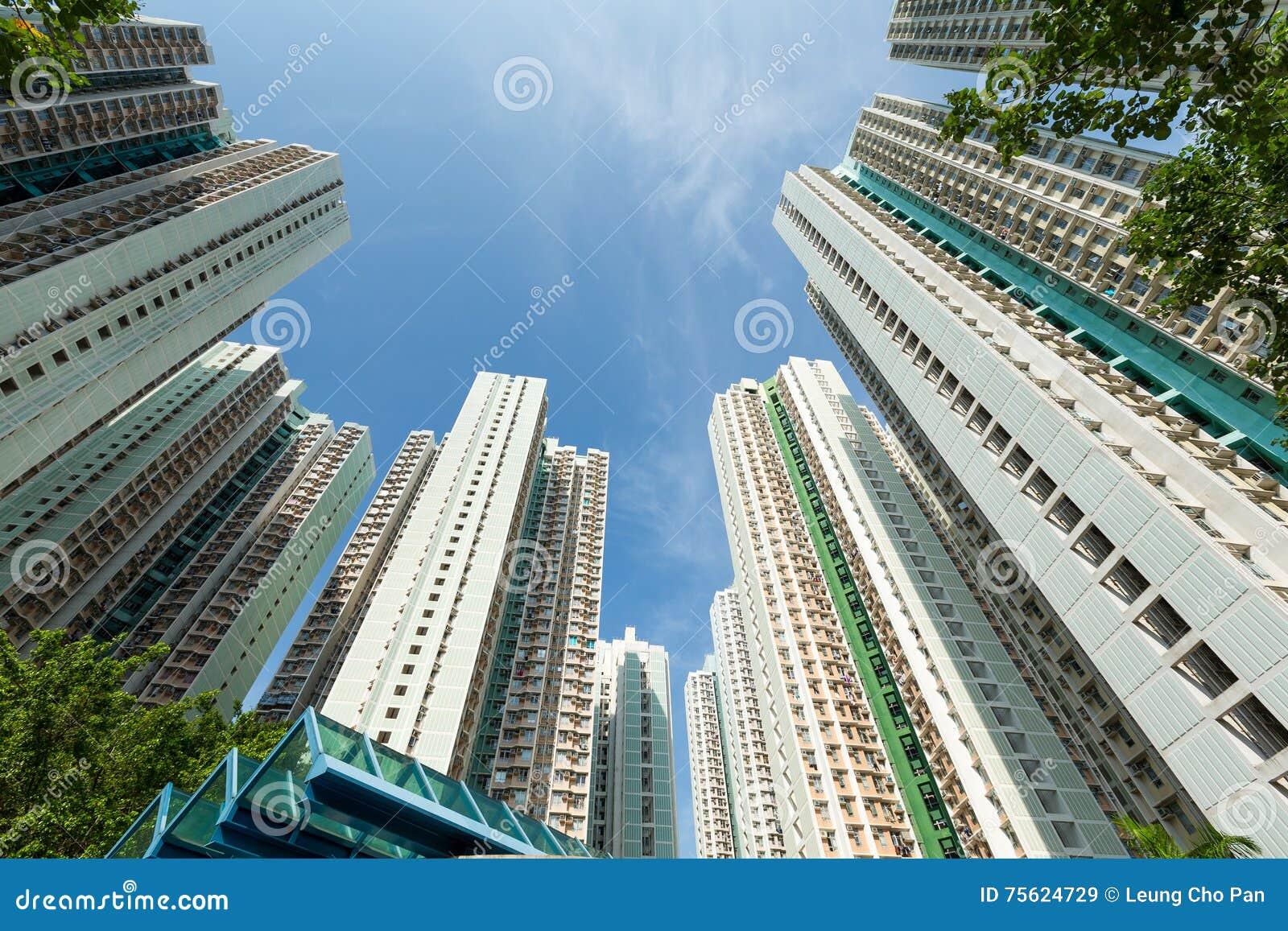 Ingezeten flatgebouw aan de hemel