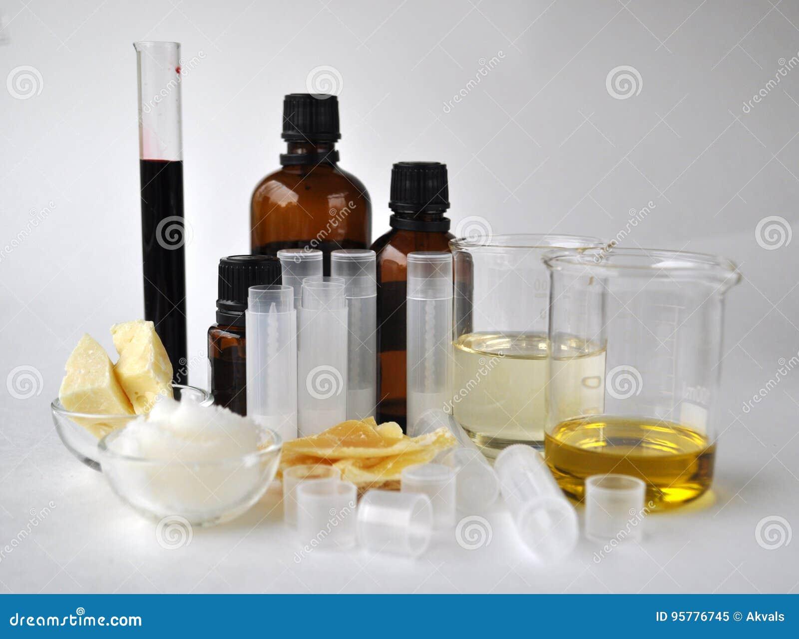 Ingrédients pour faire le beurre naturel de cacao de cosmétiques, la noix de coco, l amande, le jojoba et les huiles essentielles