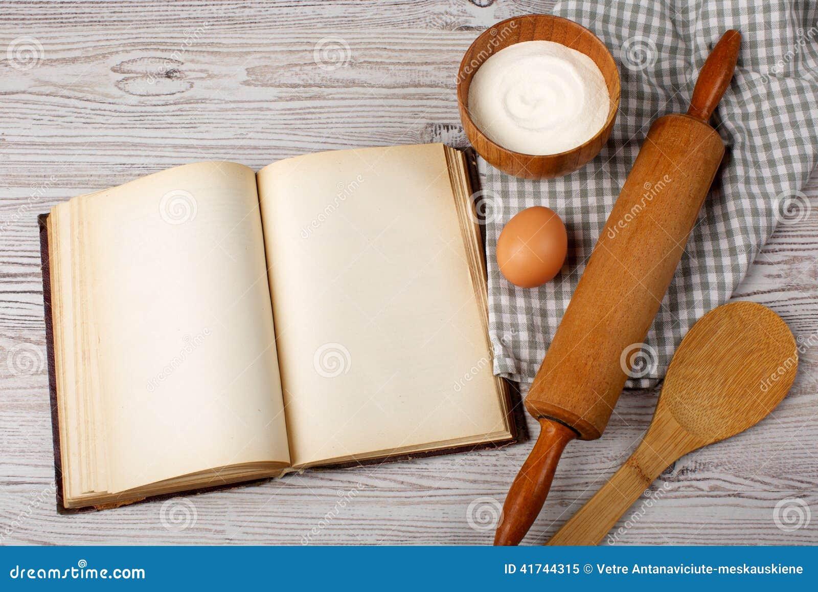 Ingr Dients Et Outils De Cuisine Avec Le Vieux Blan Photo