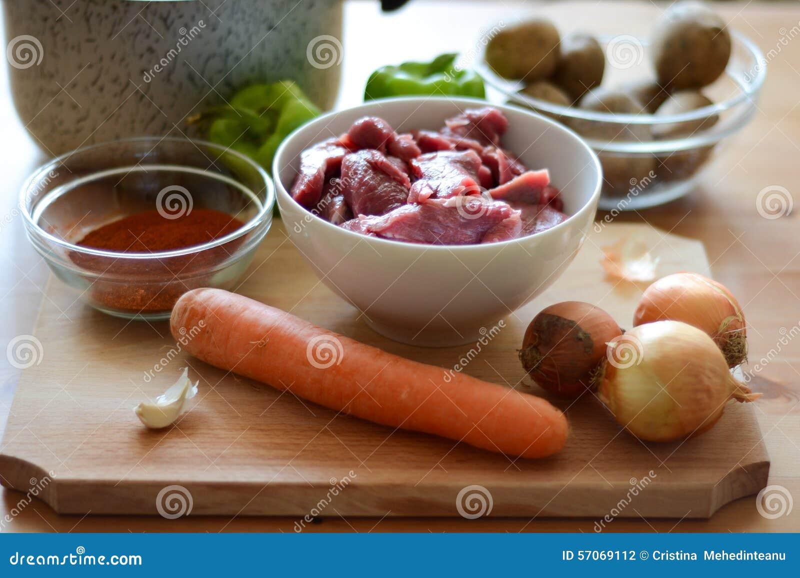 Ingrediënten voor het koken van hutspot