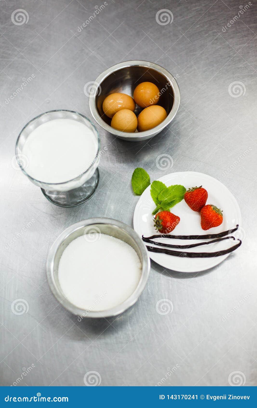Ingredienser för att laga mat brulee kräm