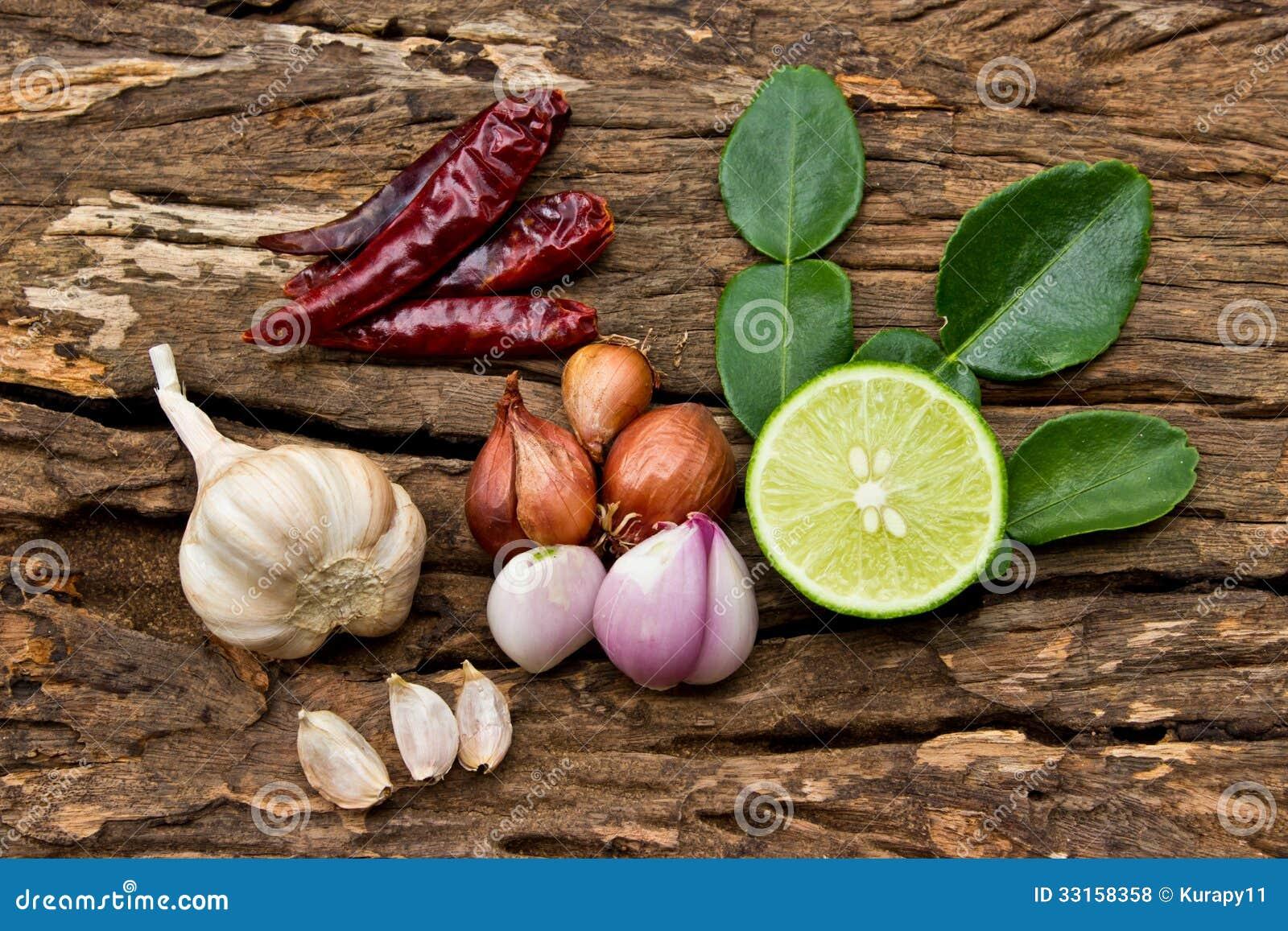 Ingrediente de alimento quente e picante para o alimento tailandês na madeira