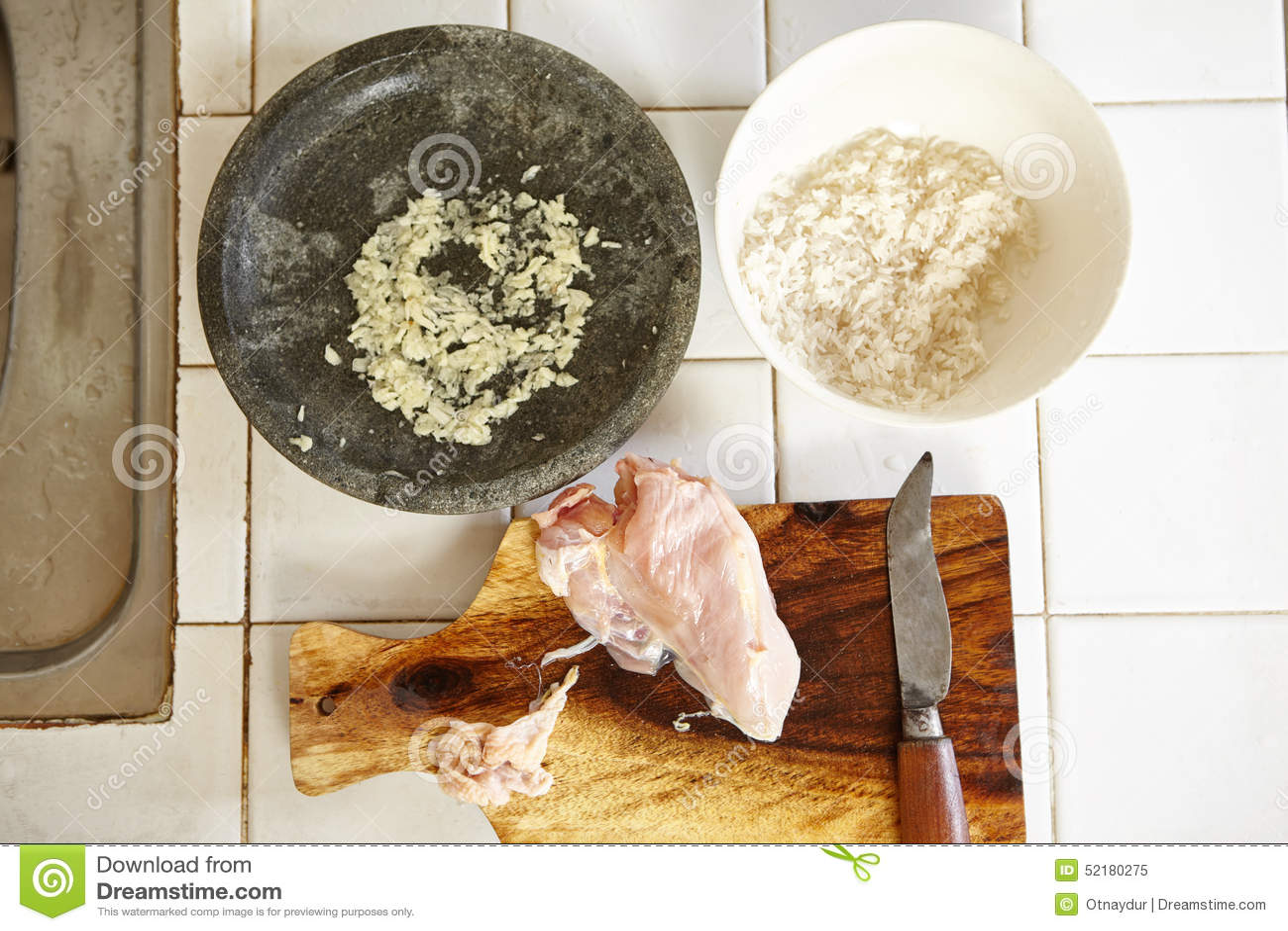 Ingrediente Para O Papa De Aveia Da Galinha Foto de Stock  Imagem