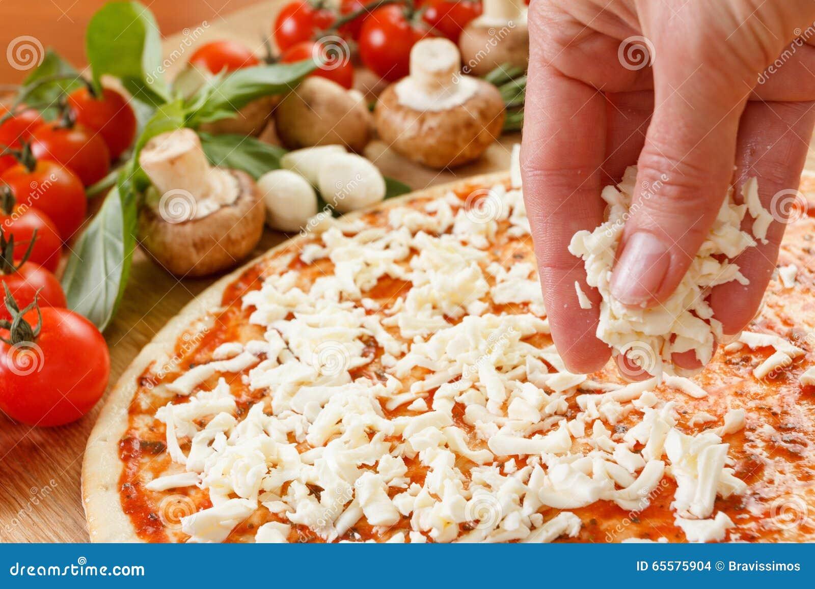 Ingredientes de alimento para a pizza no fim da tabela acima