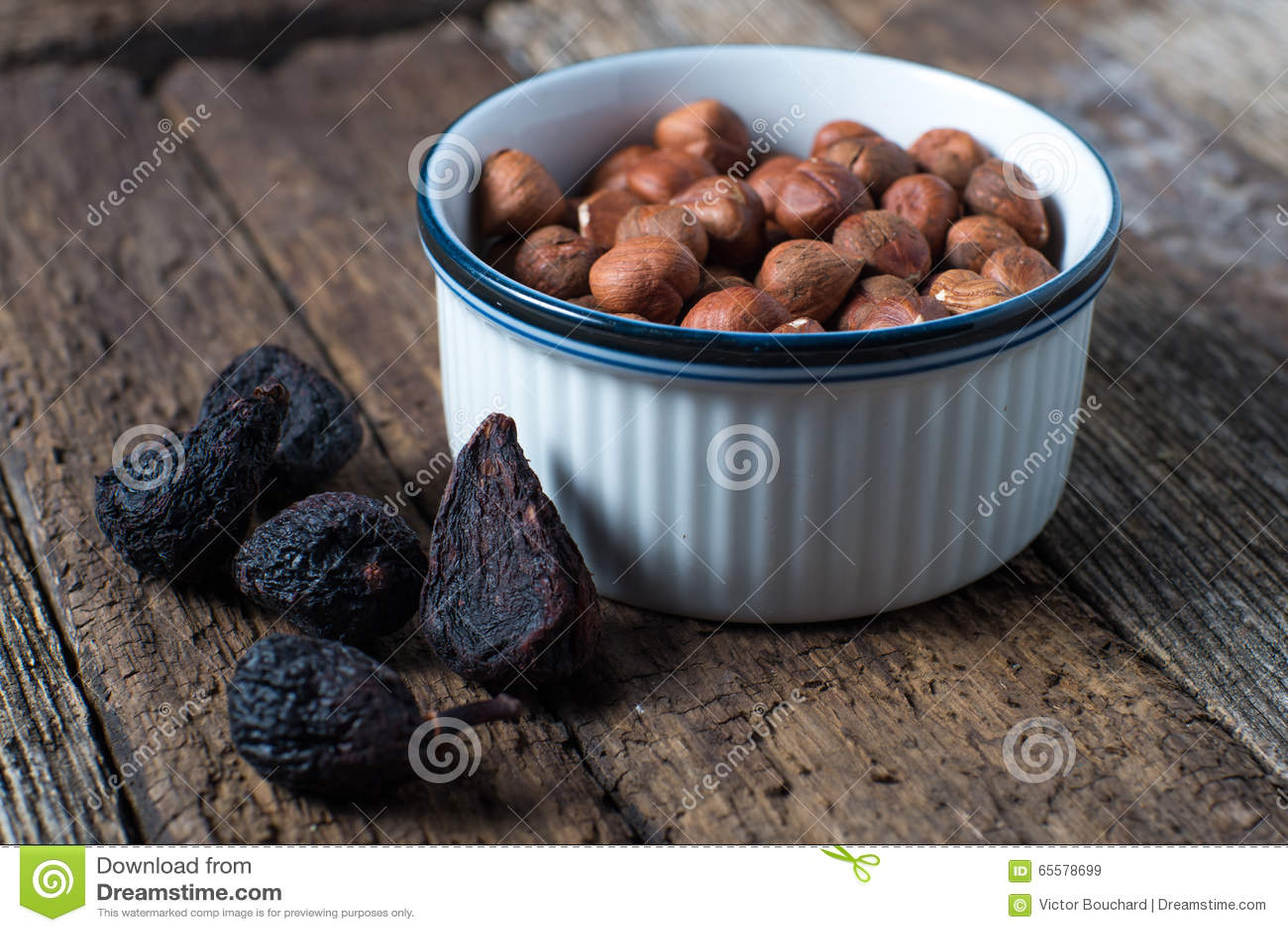 Ingredientes de alimento secados dos figos e das avelã