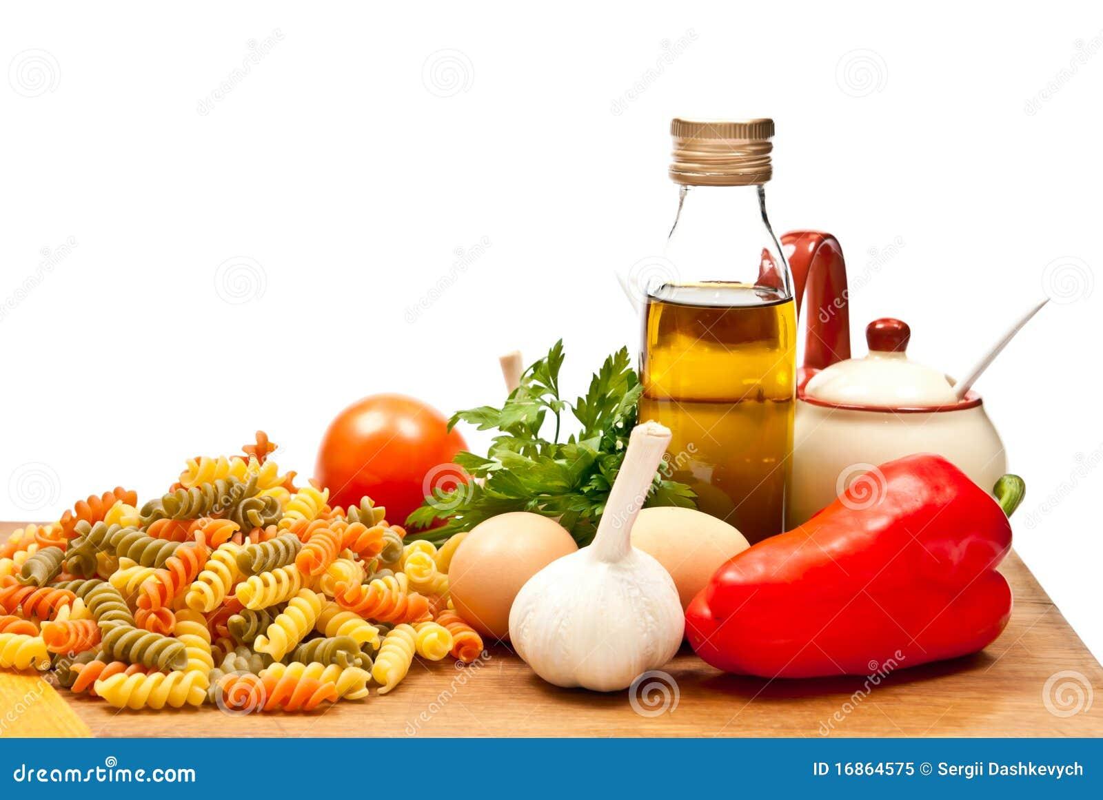 Ingredientes e espaguete