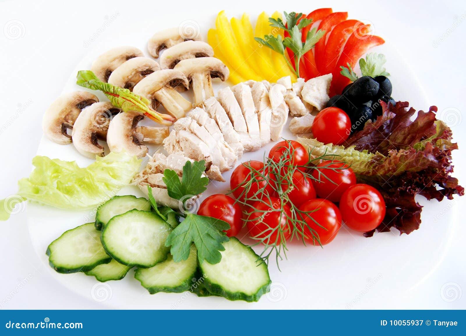 Ingredientes frescos para a salada de galinha saudável
