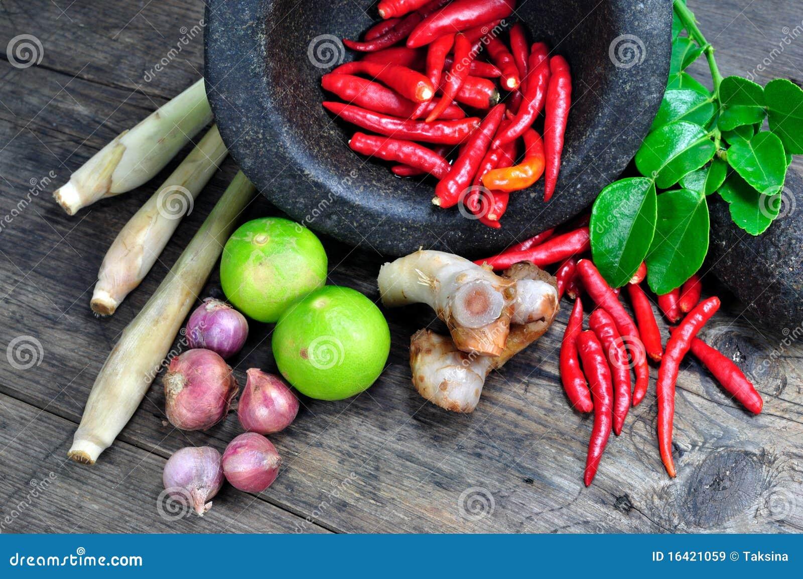 Ingredientes herbarios del yum de Tom