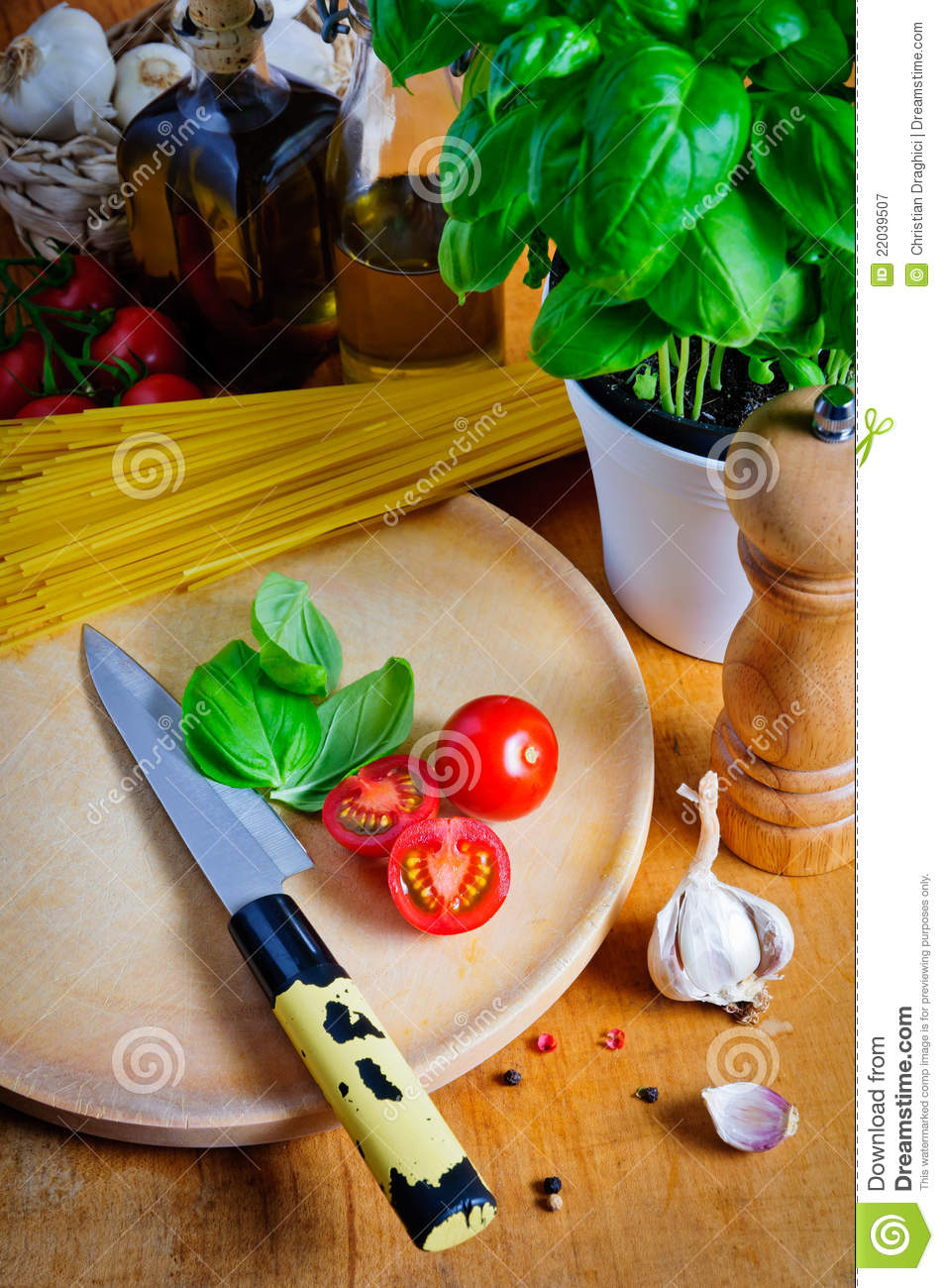 Ingredientes para cocinar el alimento italiano fotograf a for Ingredientes para cocinar