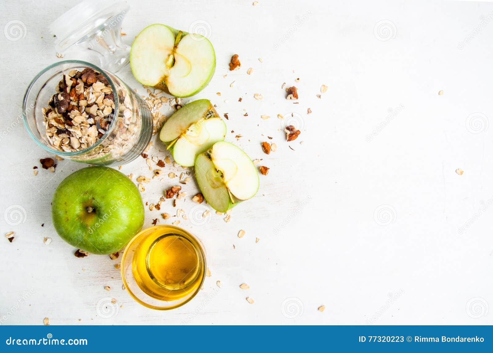 Ingredientes para cocinar la migaja de la manzana del otoño