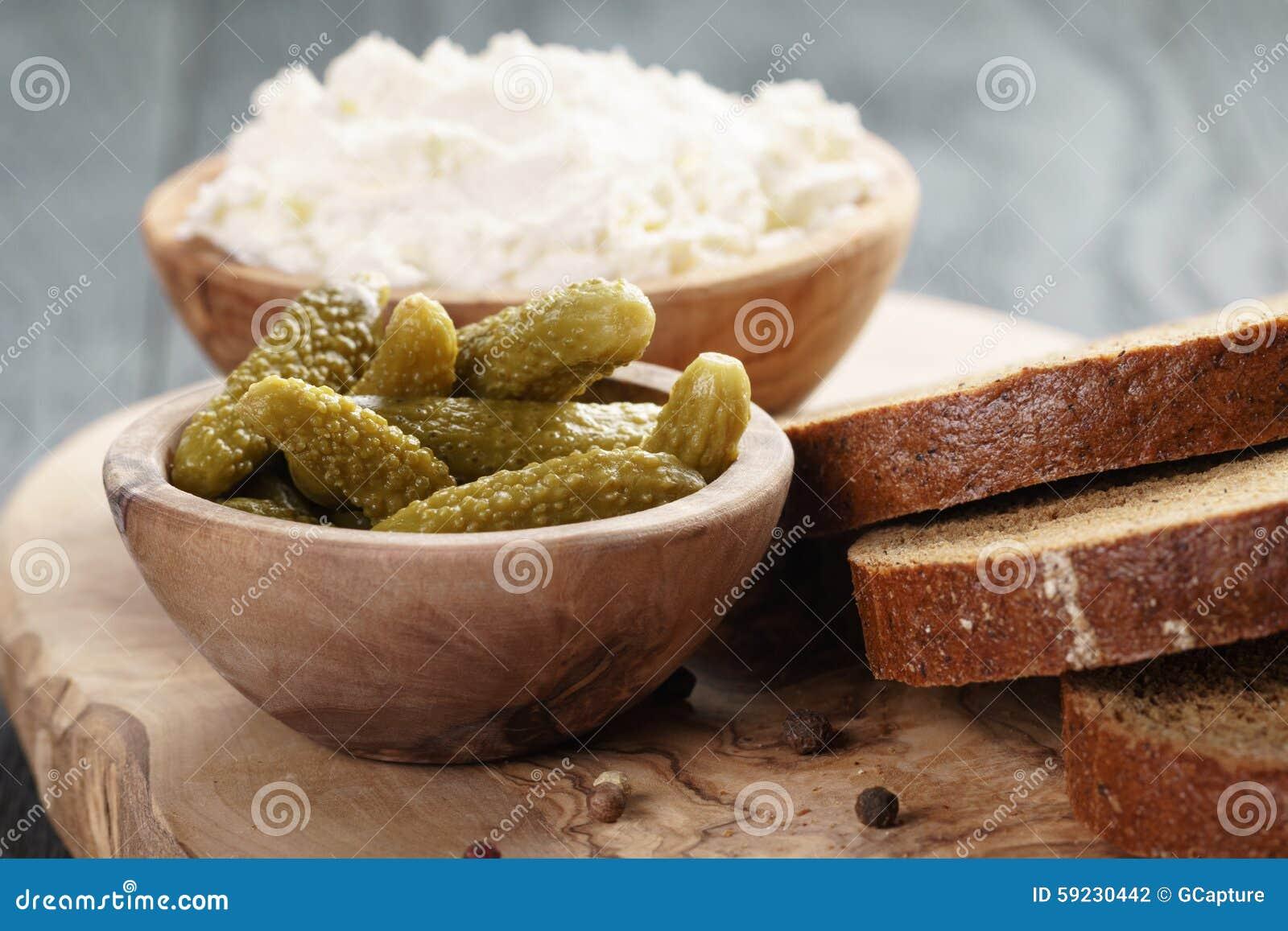 Ingredientes para el bocadillo con queso crean y