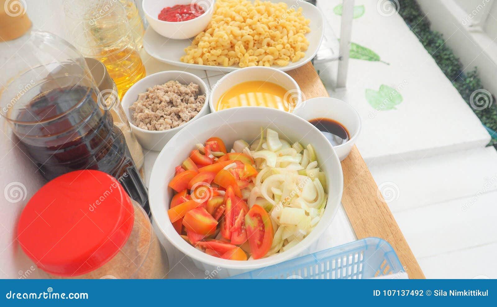 Ingredientes Y Materia Prima Para Hacer Los Macarrones O La