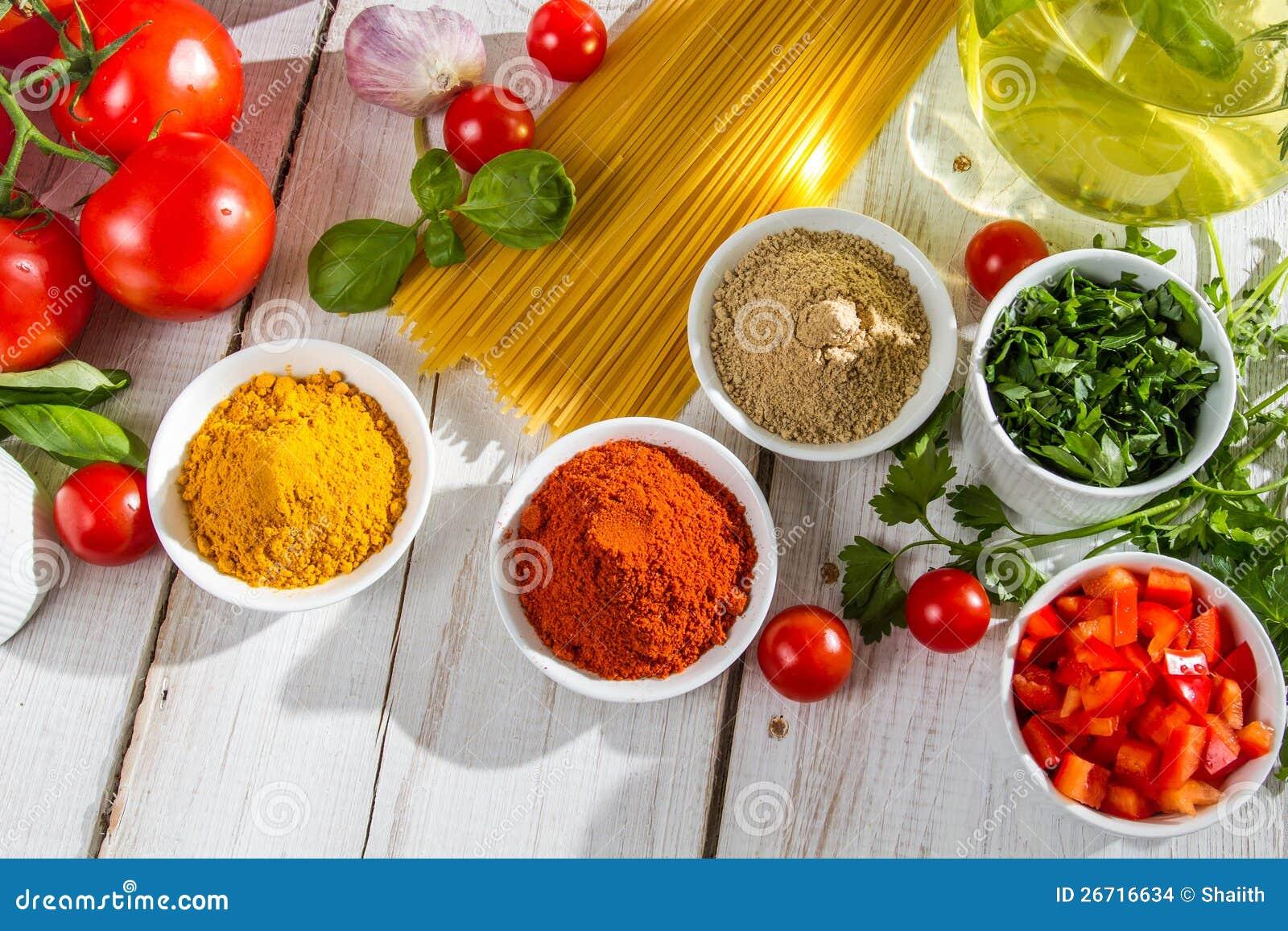 Ingredienti e spezie italiane di cucina fotografia stock - Immagini di cucina ...