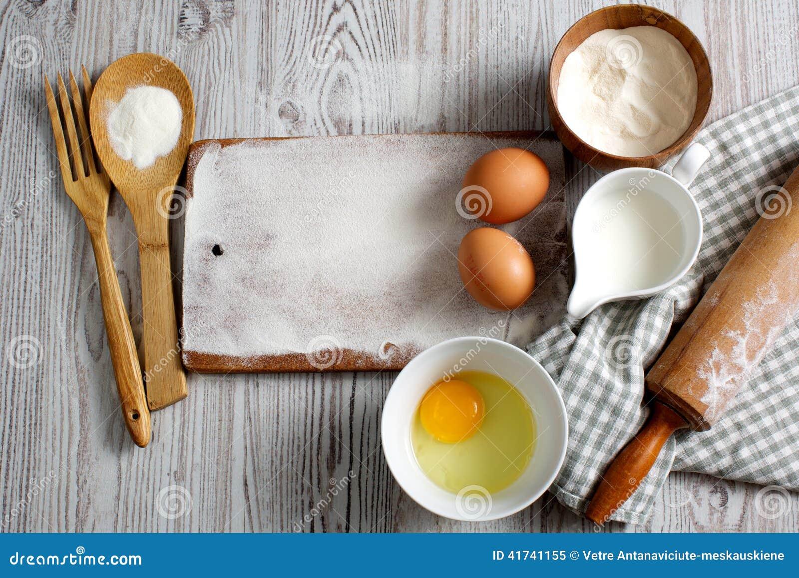 Ingredienti e strumenti della cucina immagine stock for Strumenti di cucina