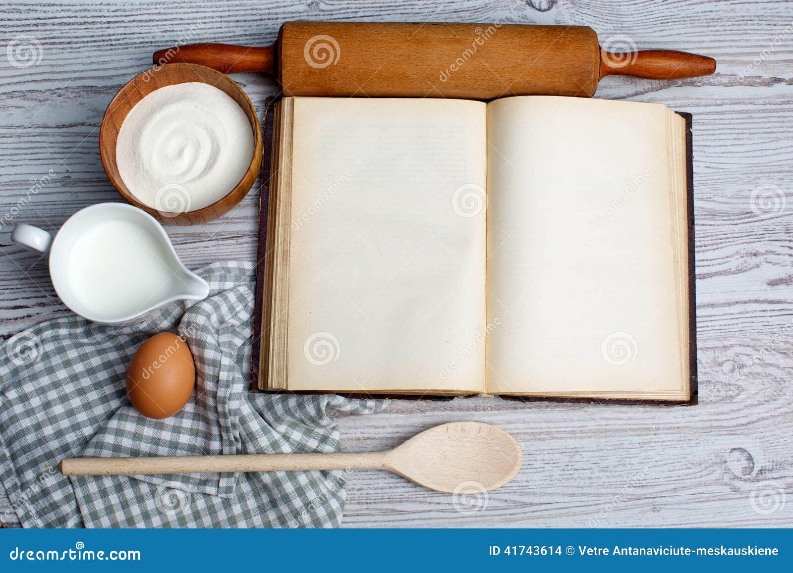 Ingredienti e strumenti della cucina con il vecchio blan for Strumenti di cucina