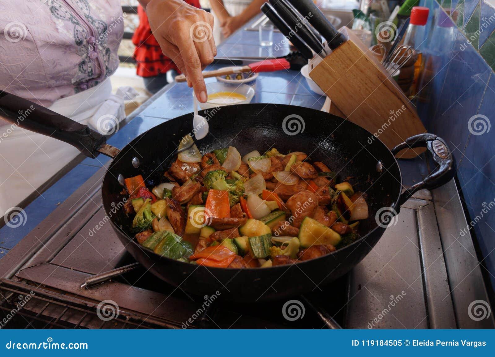 Ingredienti per la preparazione della ricetta di chop suey