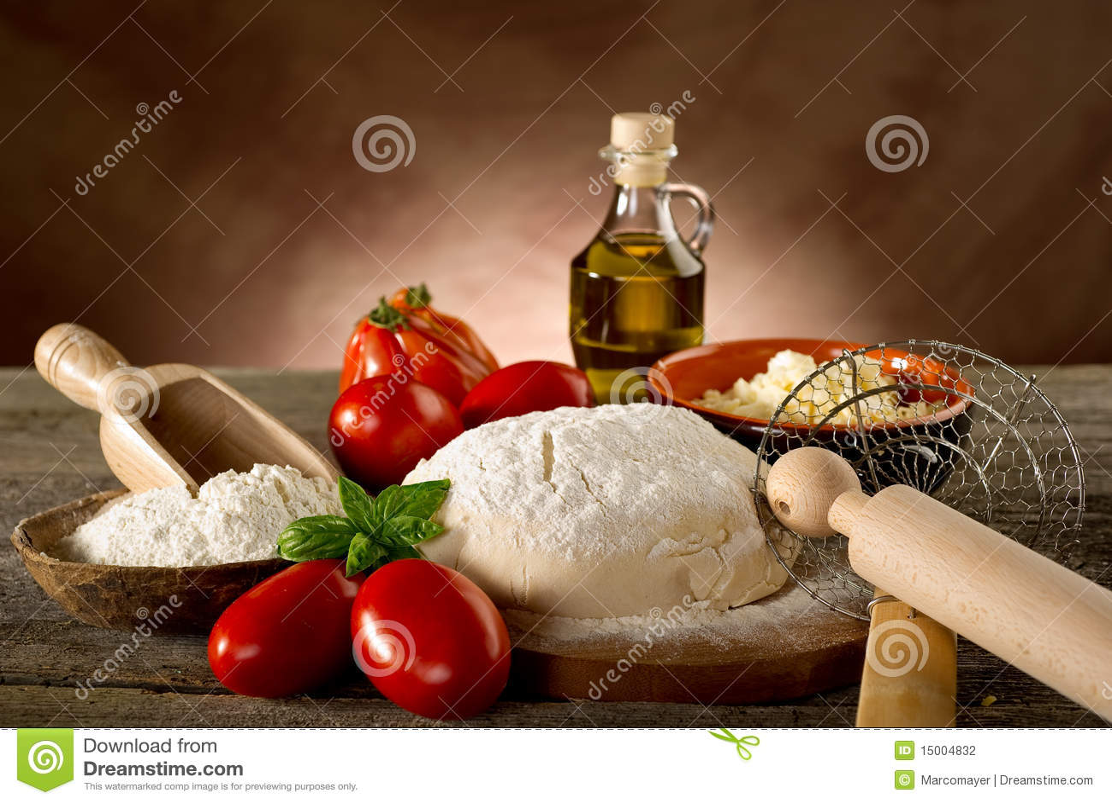 Ingredienti per pizza casalinga fotografia stock immagine di forno cucina 15004832 - Cucina casalinga per cani dosi ...