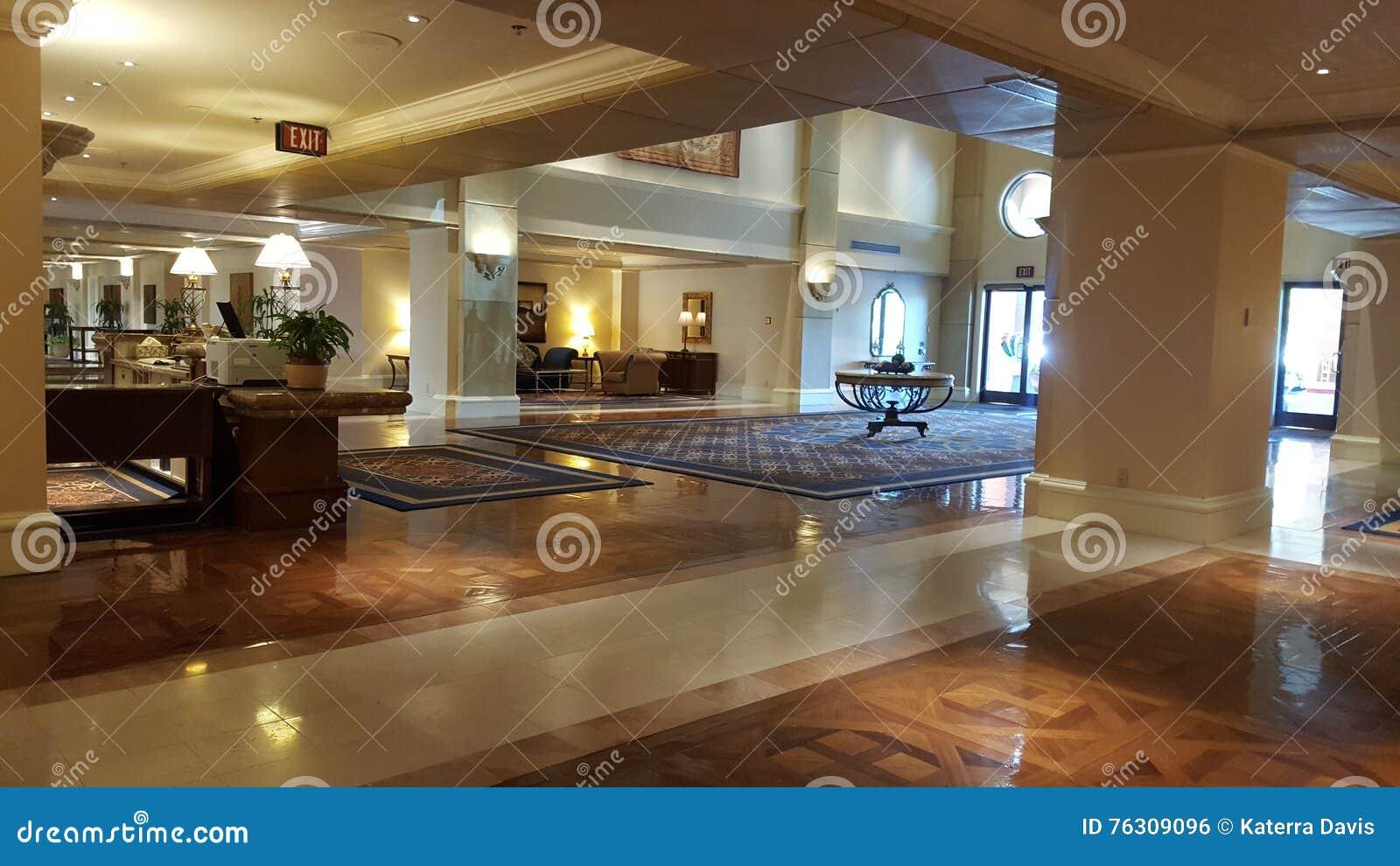 Ingresso della località di soggiorno con legno e le pavimentazioni