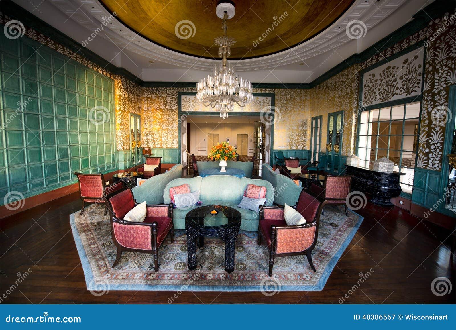 Ingresso e salotto operati dell hotel di località di soggiorno di lusso