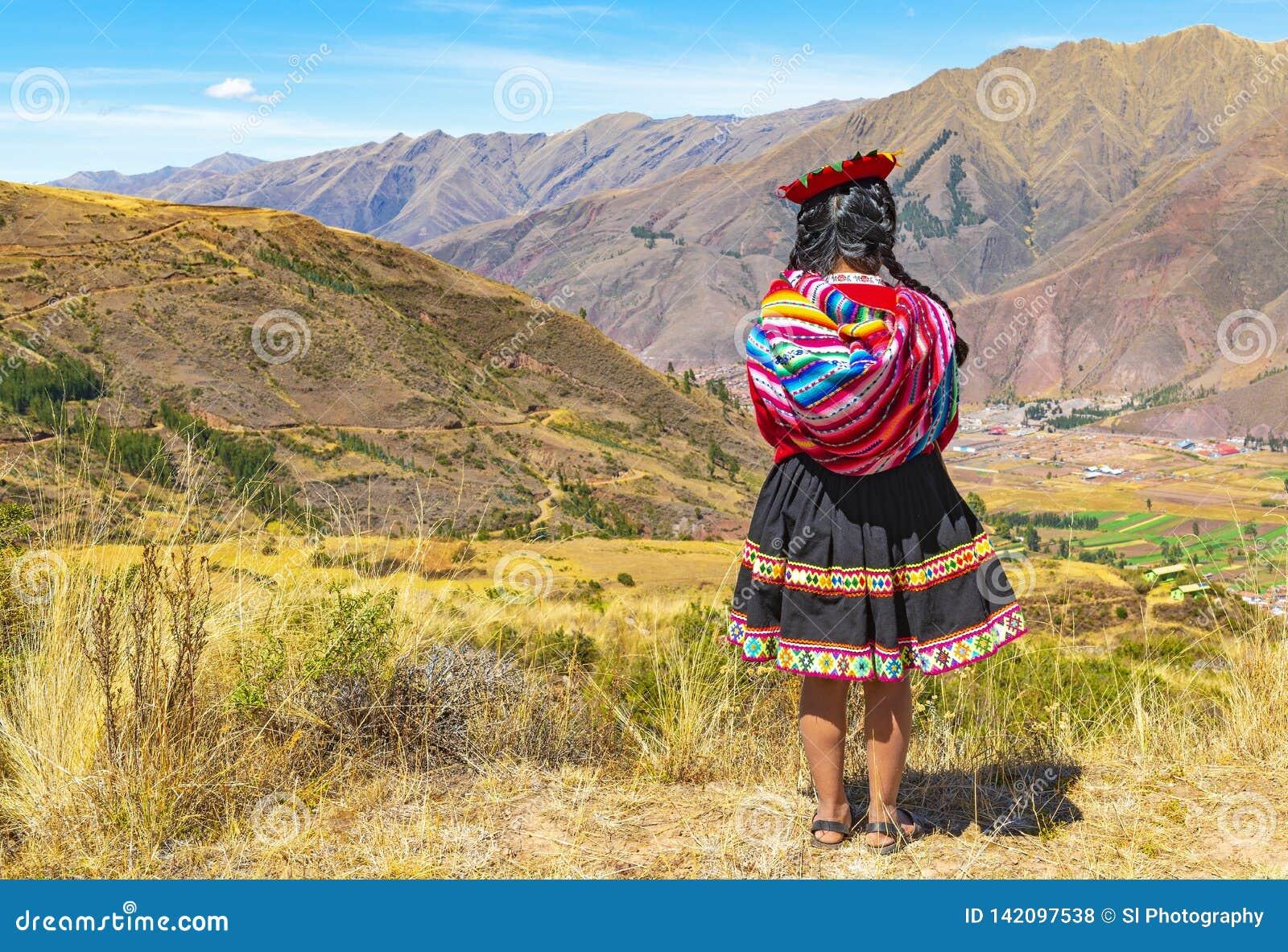 Inheems Quechua Meisje in de Heilige Vallei, Cusco, Peru