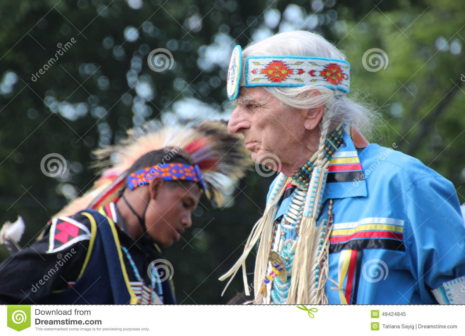 Inheemse Amerikaanse Dansers bij pow-wauw