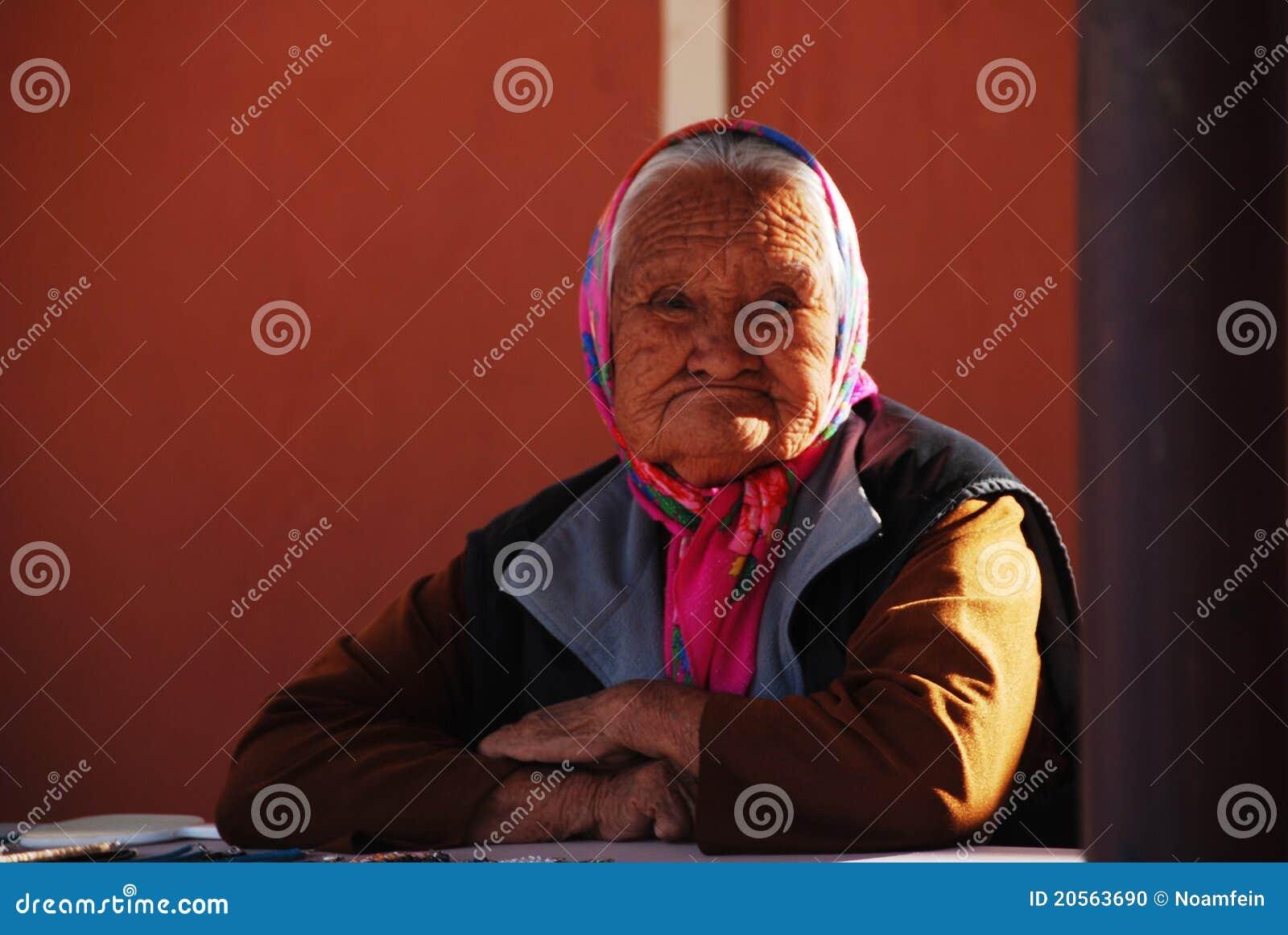 Inheemse Amerikaanse oude vrouw