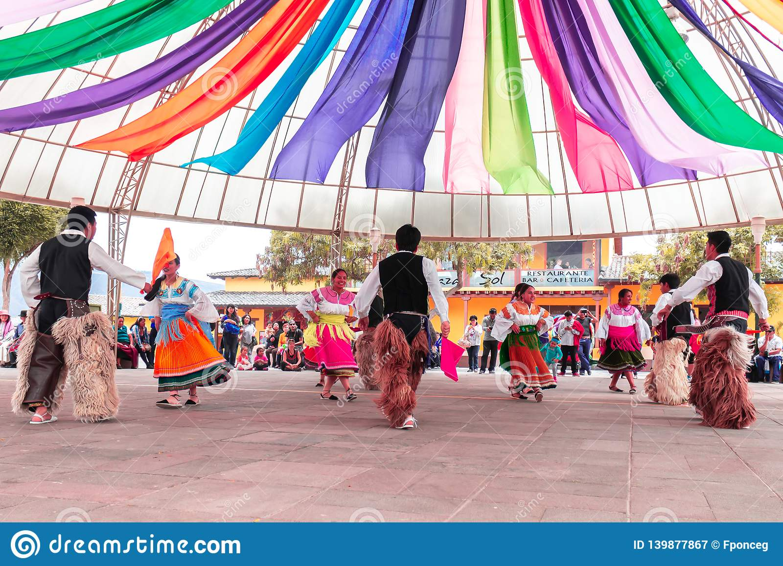 Inheemse dansers van Ecuador
