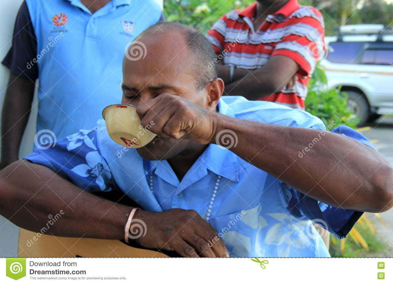 Inheemse mensen die gelegenheid met traditionele Kava-drank, Fiji, 2015 vieren