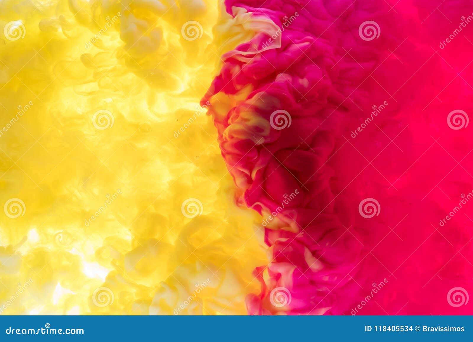 Ink vatten En färgstänk av rosa färg- och svartmålarfärg abstrakt bakgrund