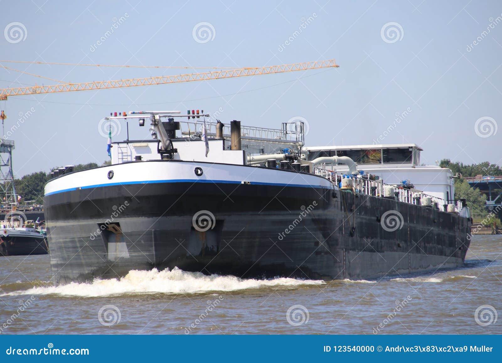 Inlands- frakt sänder på flodLek som transporterar seafreight till hamnar i Tyskland och Schweiz