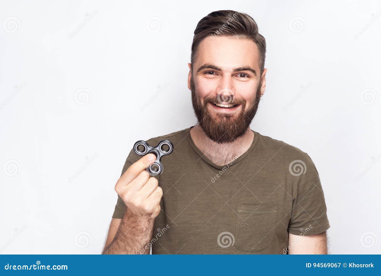 Innehav för ung man och spela med rastlös människaspinnaren