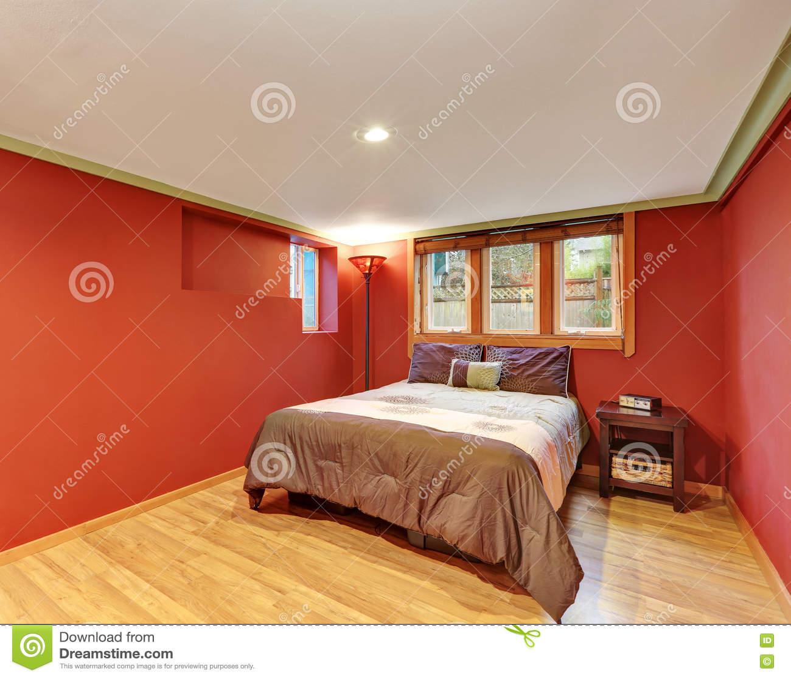 Innenarchitektur Des Roten Schlafzimmers Im Amerikanischen Bungalow ...
