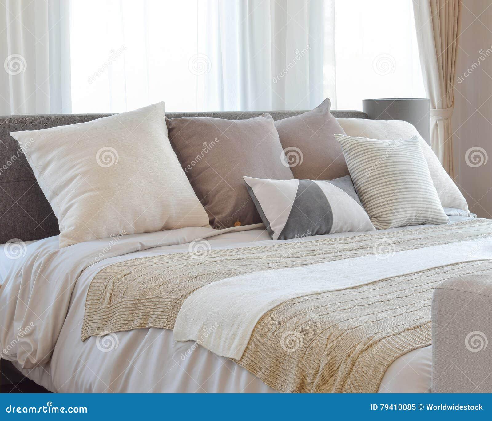 kissen frs bett beautiful frs u deko und dekoration mdchen bett kissen with bett dekorieren mit. Black Bedroom Furniture Sets. Home Design Ideas